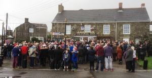 Four Lanes choir & crowd on Christmas Morning